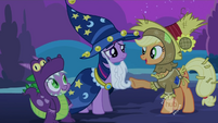 Applejack greeting Twilight and Spike S2E4