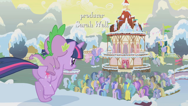File:Twilight runs for the crowd S1E11.png
