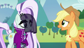 Applejack tries to talk to Countess Coloratura S5E24.png