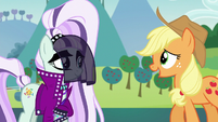 Applejack tries to talk to Countess Coloratura S5E24