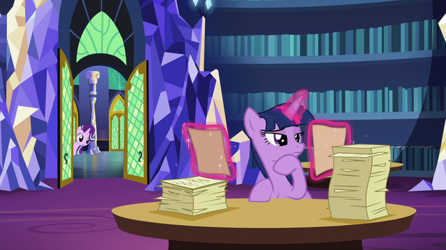 File:Starlight pokes her head in the library S6E1.png