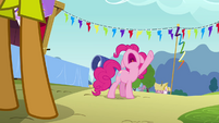 Pinkie Pie declares goof off for high noon S4E12