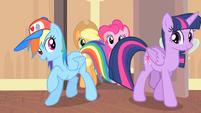 Rainbow and Twilight enters the room S4E08
