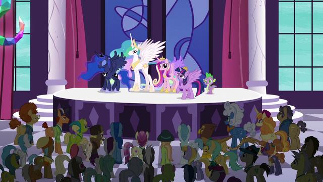 File:Princess Twilight Sparkle addresses the delegates S5E10.png