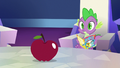 Spike looking at the apple S7E2.png