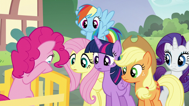 File:Pinkie's friends listen to her read the clue S5E19.png