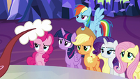 Discord rattles his tail at ponies S5E22