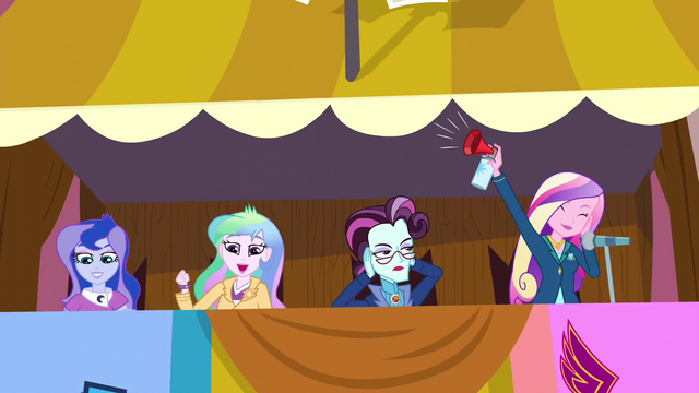 File:Cadance blowing the airhorn EG3.png