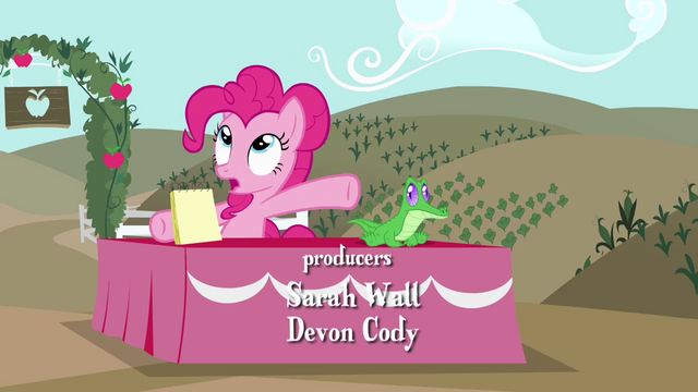 File:Pinkie Pie sitting with Gummy S4E03.png