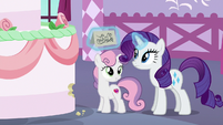 Rarity levitating the cake note S6E15