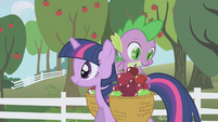 Spike looking through the apple basket S01E03