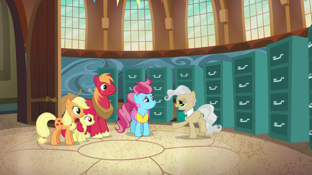 File:Mayor Mare telling her part of the story S7E13.png