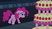 Pinkie Pie guarding cake S2E24