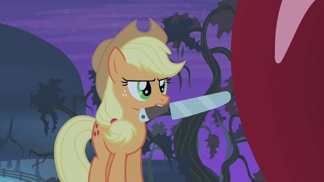 File:Applejack holding knife S4E07.png