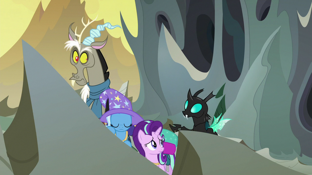 File:Thorax tapping on Starlight Glimmer S6E25.png