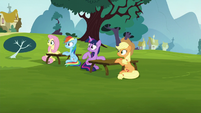 Twilight and the others get ignored by Pinkie S5E19