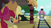 Apple Bloom 'Is that the train from Manehattan' S3E4