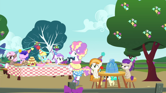 File:Foal's birthday party S4E23.png