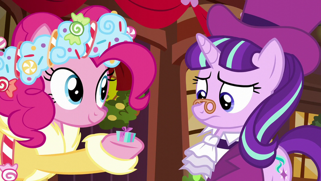 File:Spirit of HW Presents holding small-sized present S6E8.png
