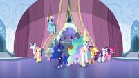 The ponies come in S6E2