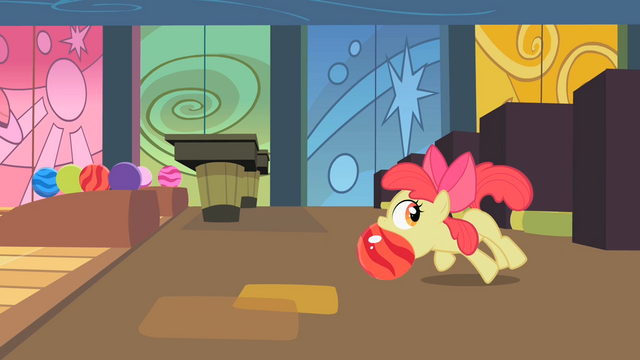 File:Apple Bloom bowling S02E06.png