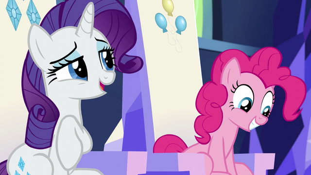 File:Rarity giving a short laugh S6E12.png