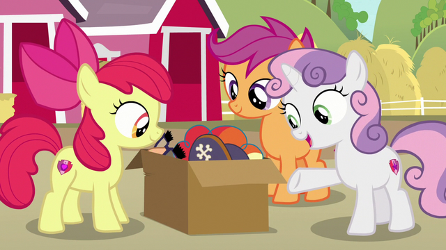 File:Sweetie Belle presents a box of costumes S7E8.png