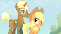Applejack looks at Trenderhoof S4E13