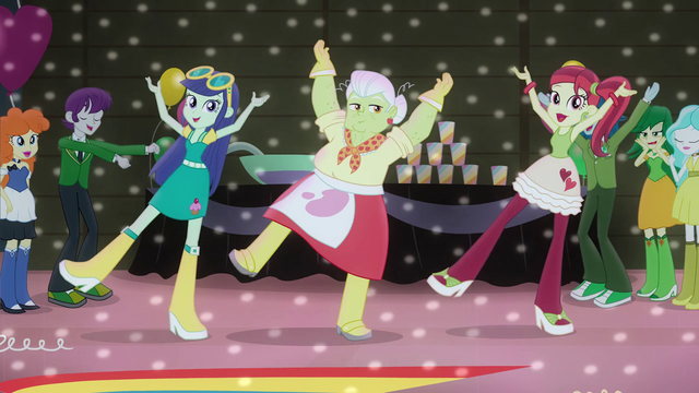 File:Granny Smith and students dancing EG2.png