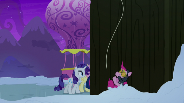 File:Spy Pinkie Pie falling into the snow S7E11.png