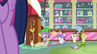 Spike double-checking the schedule S7E3