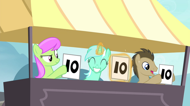 File:Lyra smiling S4E20.png