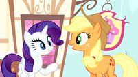 Rarity looking at Applejack S4E12