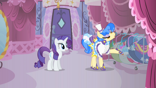 File:Sapphire Shores inspects S01E19.png