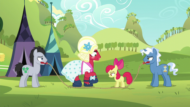 File:Orchard Blossom steps over the rope S5E17.png