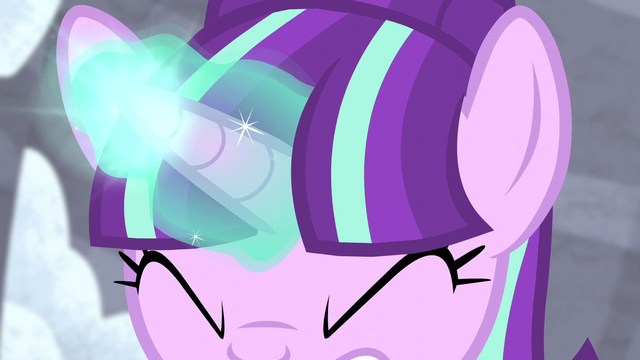 File:Starlight Glimmer charging magic S5E02.png