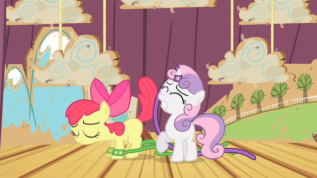 File:Apple Bloom accidentally slaps Sweetie Belle with her tail S4E05.png