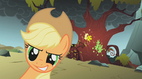 Applejack ready to give hell S01E07