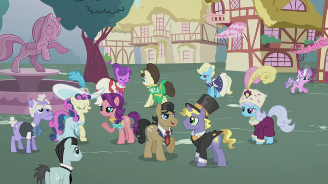 File:Filthy and Spoiled mingling in the statue square S5E18.png