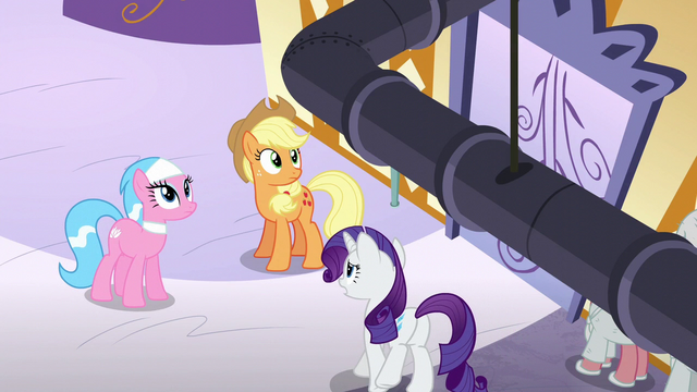 File:Applejack looking at the ceiling S6E10.png