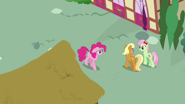 File:Pinkie Pie passing by Apple Cobbler and Florina S4E12.png