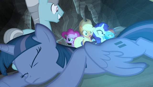 File:Twilight collapses to the ground S5E1.png