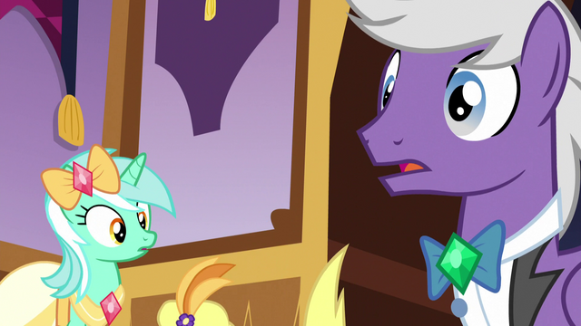 File:Lyra watches Lyrica Lilac faint S5E7.png