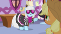 """Photo Finish """"you don't think fashion is ridiculous?!"""" S7E9.png"""