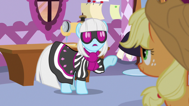 """File:Photo Finish """"you don't think fashion is ridiculous?!"""" S7E9.png"""