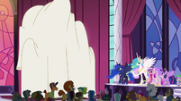 Princess Celestia about to unveil statue S5E10