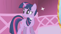 Twilight Sparkle apologizing to Rarity S1E03