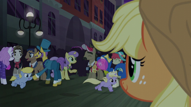File:Applejack sees happy Manehattan ponies S5E16.png