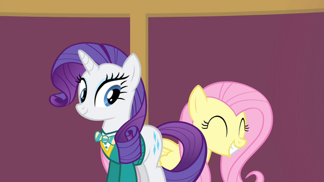 File:Fluttershy smiles S4E14.png