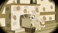 Granny Smith covered in paint S2E12